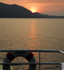 vstory.kohchang.boat.cnn.jpg